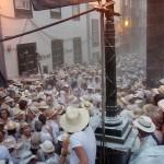Los Indianos na głównej ulicy Santa Cruz