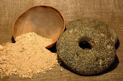 Gofio i tradycyjny kamień do mielenia